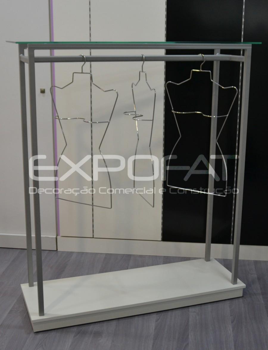 Expositor com prateleira de vidro e varão