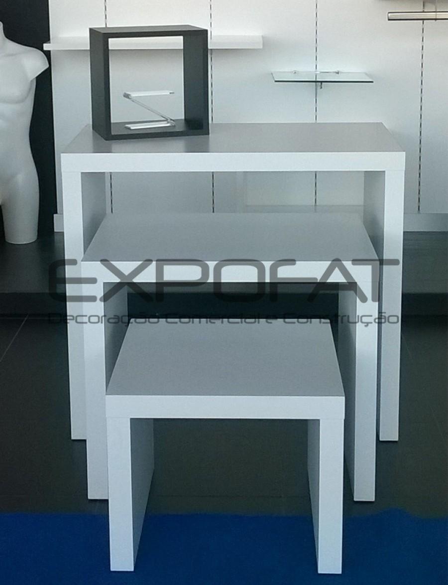 Conjunto de mesas de montra